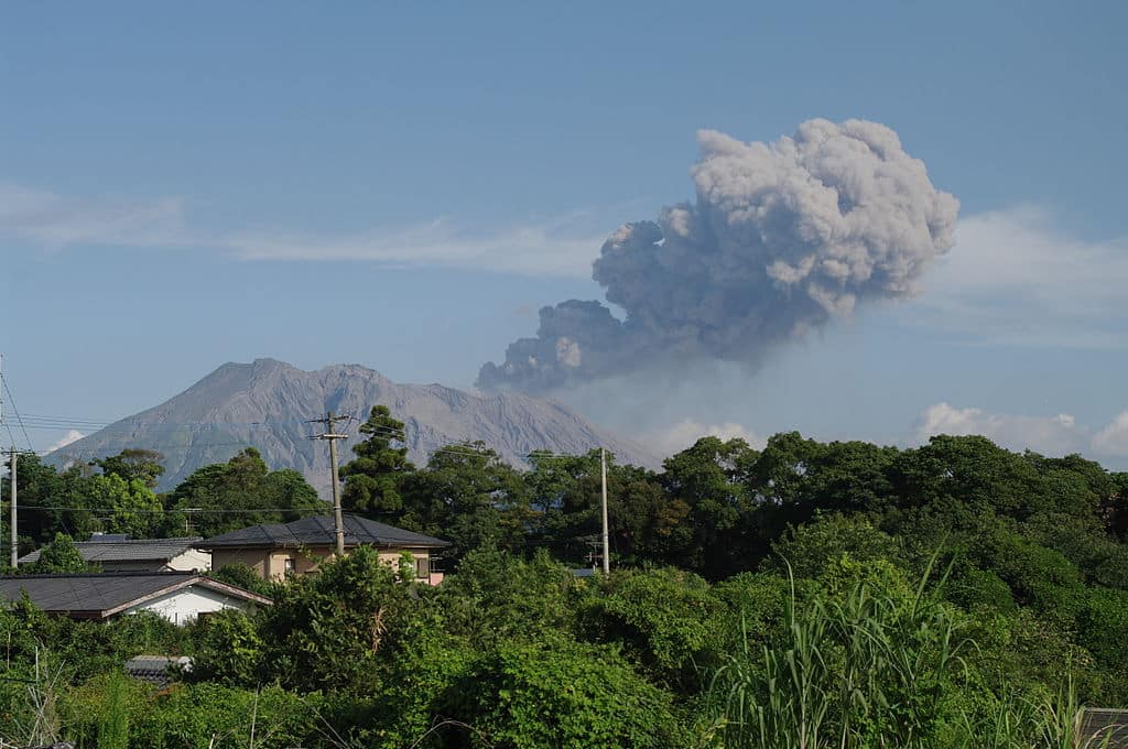Authorities warn of increased volcanic activity near nuclear plant, Seekyt